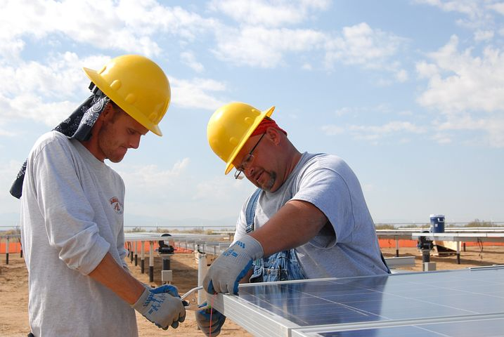 Experts while installing a 3 phase solar inverter